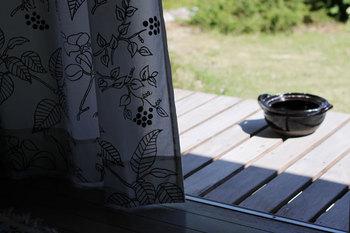 大きな土鍋は、お日様にあてて乾燥させると、中までしっかりと乾きます。いつまでも気持ちよく使うために、心がけたいですね。