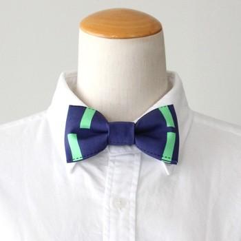 こちらはステッチを効かせてカジュアルに仕上げた蝶ネクタイ。2色使いでポップな雰囲気が可愛いですね。