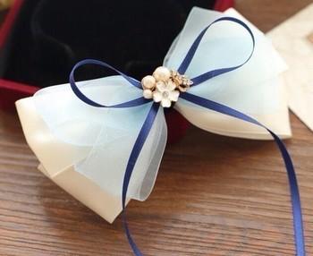 蝶ネクタイの作り方をアレンジすれば、チュールとリボンでヘッドアクセサリーも作れます♡