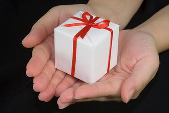感謝の気持ちを込めるプレゼントだから、喜んでもらえるものを選びたいですね。お相手の方は、どんなものがお好きでしょうか?顔を思い浮かべながら、ていねいにじっくりと探しましょう。いろいろ集めましたので、お気に入りをぜひ見つけてくださいね。