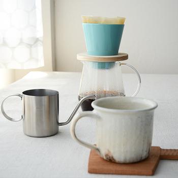 ドリップが急角度なのは、お湯と一粒一粒のコーヒーが接する時間を短くするとともに、コーヒーの層を厚くすることで、お湯が出口に至るまでにより多くコーヒー粒に触れるようにしているのだとか。工夫がいっぱいのドリップです。