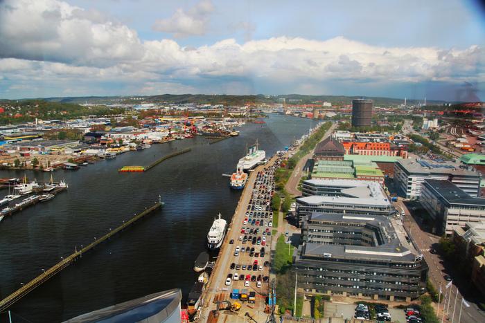スウェーデン西海岸にある第二の都市ヨーテボリは、スウェーデンに長めに滞在予定ならぜひ訪れてほしいところ。古くから貿易の拠点として栄え、スウェーデンの自動車メーカー・ボルボの本社があることでも知られています。ストックホルムから、特急列車で3時間ちょっとです。