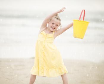 ぜひ、子どもの五感を積極的に刺激して、なにか興味のありそうなことがあったら、上手に生活に取り入れてあげてくださいね。きっと、子どもの将来を明るく照らす、第一歩になるはずです。