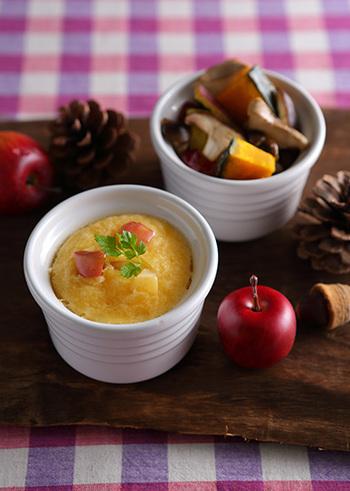 秋野菜を存分に楽しめる蒸し野菜レシピ。一緒に蒸しパンを蒸せば、少ない手間で満足度アップ。野菜と一緒に楽しみたいですね。