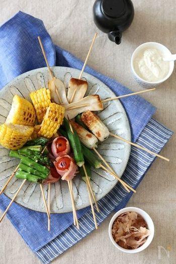 串に刺して焼くだけで、食べやすい野菜串に。マヨネーズ風味のお豆腐ディップやおかか醤油など、和風のソースで楽しんで。