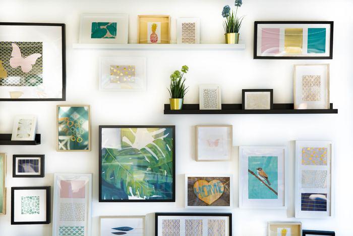 壁面インテリアに興味があっても、なかなか飾る機会がないという方は、自分のイメージする世界に近いテイストのものを集めてみてください。同じものを集めて、スタイリングすると、スッキリと纏まりのあるインテリアになります。
