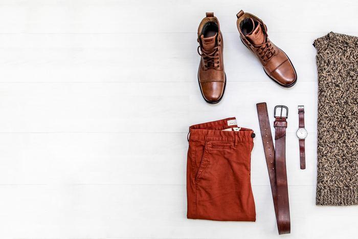 プチプラ服は、シンプルで着まわしの効く定番アイテムを選んでください。例えばパーカーやニット、ホワイトシャツやカットソーなど。それらは、どんな服とも合わせやすくアレンジもしやすいので、とても重宝します。またトレンドアイテムを選ぶ場合は、ワンシーズンで着倒すくらいの気持ちで購入すると、タンスの肥やしになることも避けられますよ。