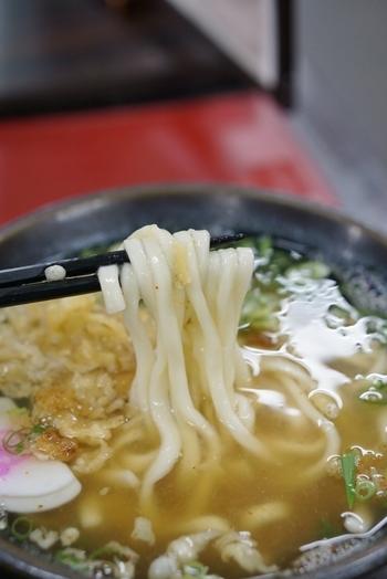 いかがでしたでしょうか。お店によって、様々な特長がありますが、福岡にきたらぜひ一度本場のうどんを食べてみてください。 こしがないうどんってどうなんだろう?透明なスープって味があるの?と疑問に思うあなたも、食べたら博多うどんのとりこになること間違いなしです。