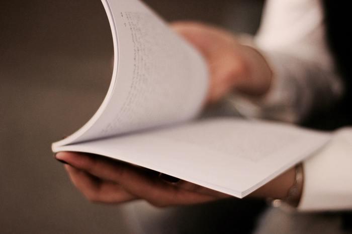 書くことには、その時の感情が多いに反映します。時間を置いてからもう一度見返すことで、より客観的になるはずです。