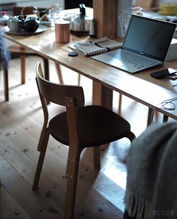 置くだけでインテリアになる上質な北欧ヴィンテージ家具。チェア1つで絵になります。しかし、使うほどに独特の存在感が高まっていくもの。一緒に日常を過ごせる心地良さを味わってください。