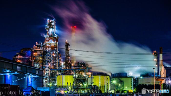 かつては「無機質な景観」でしたが、2008年から開始されている工場夜景ツアーによって、川崎市臨海部における工場夜景は一躍有名になりました。