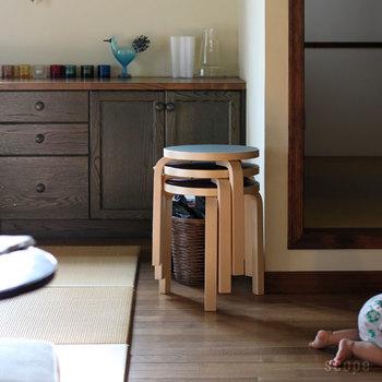 積み重ねが可能で、テーブル代わりにもなり実用性抜群。キッチンや子供部屋、玄関やガーデンでも使い勝手が良く便利。カラーバリエーションが豊富なのも人気です。