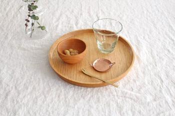 おやつ用としてはもちろん、お浸しなどを入れて小鉢用としても◎素材には天然のチェリーを使っていて、すべすべと手触りが良いのも特徴です。使い続けると淡い色味が少しずつ濃くなっていき、木ならではの味わいが深まります。