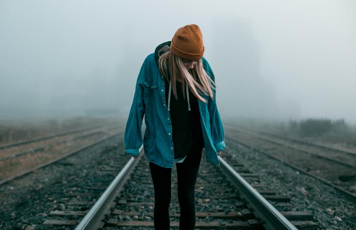 前に進むためには何に対して迷っているのか、どうしたいのかしっかり考えて頭の中を整理しなくてはなりません。整理して、さまざまな角度から迷いを払拭する方法を模索しましょう。