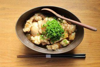 居酒屋メニューのもつ煮もお家で作れちゃいます!お豆腐や卵と一緒に煮込めば、お腹もいっぱいになるのでがっつりおかずにもいいですね。