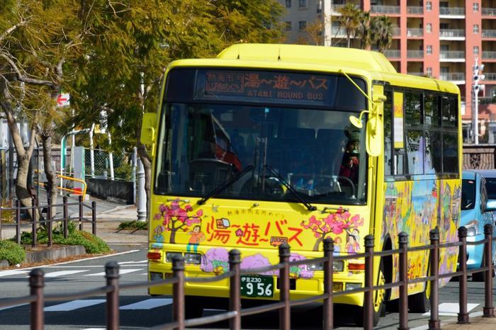 熱海市内の観光スポットをお得に周遊するのなら、東海バスが運行する「湯~遊~バス」を利用しましょう。運行ルート、時刻表等の詳細については、以下のサイトで確認しましょう。
