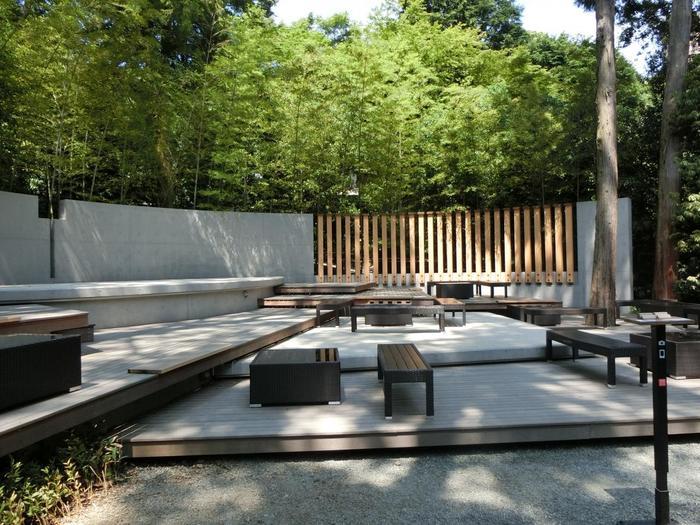 「來宮神社」は、食事もおやつも、カフェも充実しています。いかなるタイミングで参拝しても、飮食を楽しみながら、ゆったりと清々しい境内ならではの一時を過ごすことが出来ます。【茶寮「五色の杜」】