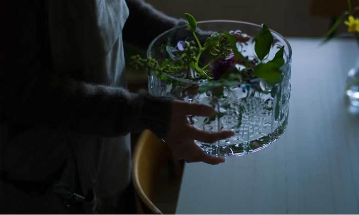いかがでしたか?存在感のある大きいフラワーベースは、上手に取り入れるとセンスのある部屋を作ることができます。季節ごとの植物を飾って楽しんでくださいね。