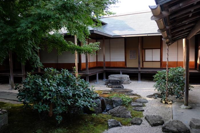 「光琳屋敷」は、かつて光琳自ら描いた図面などの資料に基いて復元した屋敷で、江戸期の町家建築を伝える貴重な資料となっています。