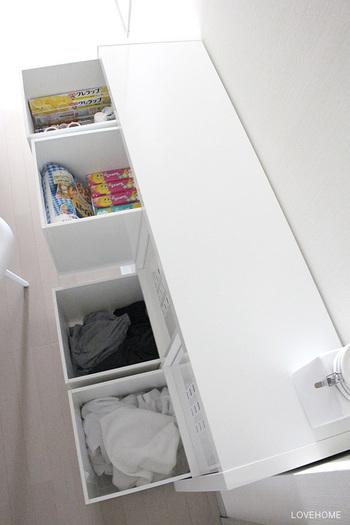 こちらのブロガーさんのお宅では、ランドリースペースーの収納棚に日用品も合わせてストックしているそうです。