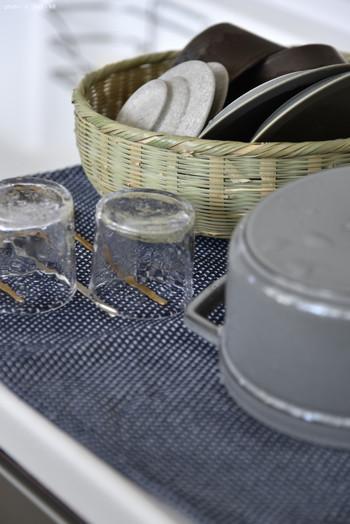 籠やふきんの上などで、空気が通るようにして、しっかりと乾かしましょう。