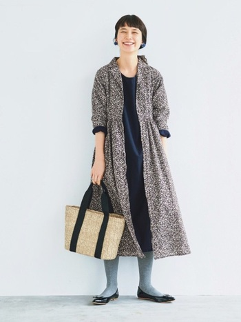 2017年も大流行したフラワープリント。ナチュラル派さんにおススメしたいのは、繊細で細やかな花柄のお洋服です。コートのようにも羽織って使えるシャツワンピースは季節を問わず大活躍してくれそう!