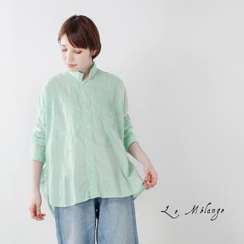 今季注目のカラー、ミントグリーンは爽やかで顔映りも良くなるのでシャツなどのトップスに取り入れるのがおススメ。デニムのボトムと合わせて春気分を軽やかに盛り上げましょう。