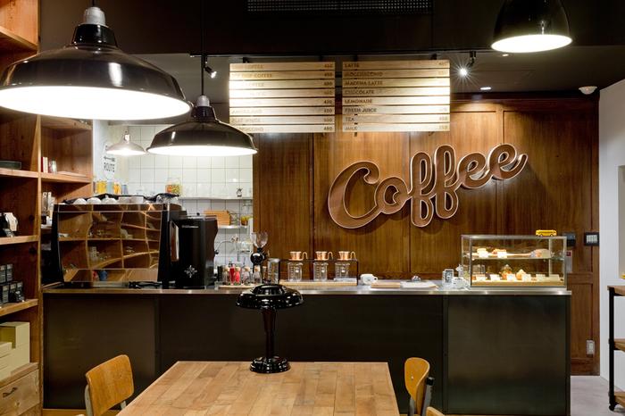 モデルとなっているのは、アメリカ、オレゴン州ポートランドのコーヒースタンド。一歩店内に入ると、落ち着いたアメリカのモダンな雰囲気が漂います。