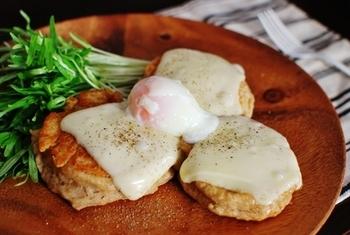 クランペットと、とろ~りとろけるチーズ&卵(温泉卵かポーチドエッグ)とのコンビネーション。相性抜群の素材が大集合です。