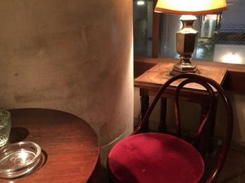 「花泥棒は珈琲屋です」がキャッチフレーズのこのお店。静かにコーヒーを楽しみたい大人のための喫茶店です。