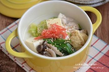 バターと油揚げのコクが美味しいスープはミルクベースで、優しい甘みに癒されそう。スープとしてだけではもったいない!シメにラーメンやご飯をいれて最後の1滴まで旨みたっぷりのスープを美味しく味わい尽くすのもいいですね!
