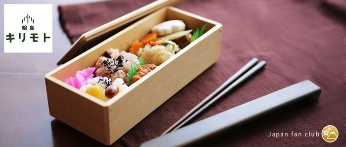 石川県輪島市で約150年の歴史を持つ「輪島キリモト・桐本木工所」で、上質な檜翌檜(ヒノキアスナロ)を使用して作られた、「あすなろのBENTO-BAKO」。