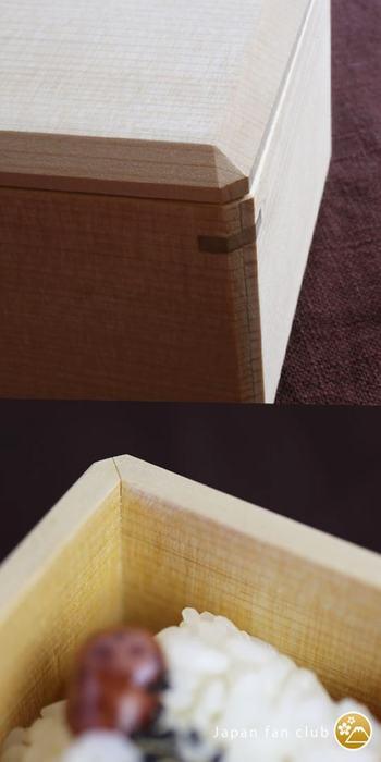 四隅がぴったりと治まり、中も外も隙間が一切なく、蓋もズレることなくすっきりとおさまり、使い勝手も良いうえに、蓋や箱の四隅は面取りが施され、さらに側面の留め部分には朴(ほお)の木が使用され、淡い色のヒノキアスナロとのコントラストがも美しく、デザイン性も◎。