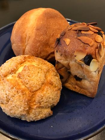 ザクザク食感のメロンパンや、ナッツが散りばめられたパンなど、もっちり噛むほどに美味しいパンが揃っています。