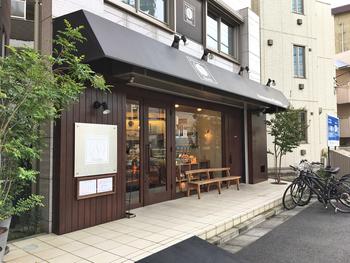 世田谷線松陰神社前駅から徒歩1分のところにある、ブーランジェリースドウ。予約しないと購入できない食パンなど、大人気のパン屋さんです。