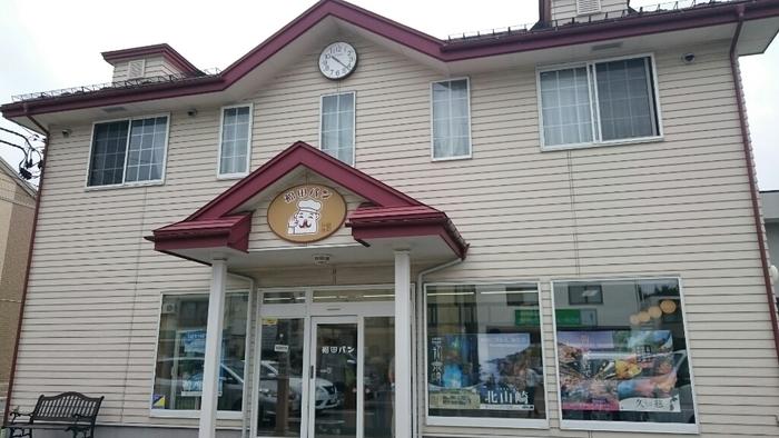 JR盛岡駅から徒歩15分ほどのところにある福田パン。盛岡といえば福田パンと言われるほど、地元で長年愛され続けているパン屋さんです。