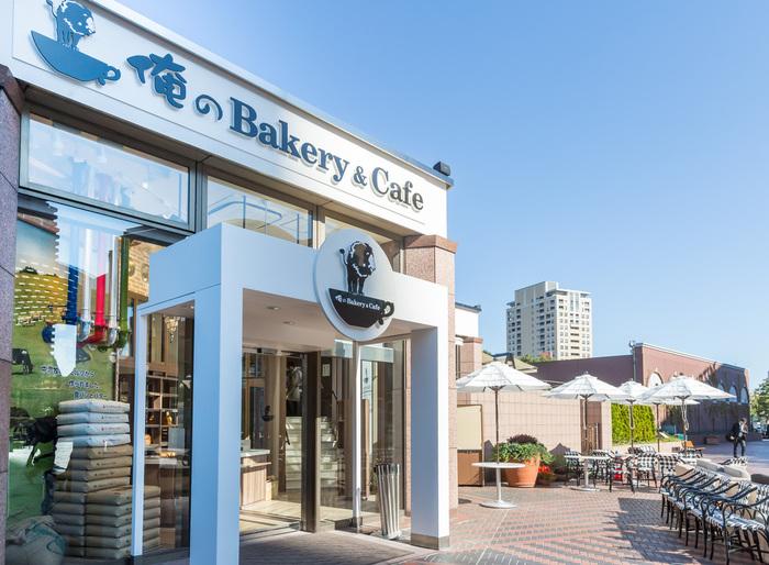 JR恵比寿駅から徒歩約5分、恵比寿ガーデンプレイス時計広場にある俺のBakery&Cafe。トーストやサンドウィッチをいただけるカフェと食パン販売のお店です。