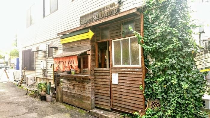 山陽姫路駅から徒歩10分にあるベーカリー燈(ランプ)は、ハンバーガーが人気のベーカリー&カフェです。