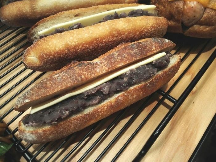 甘いあんこと塩気のきいたバターの組み合わせが癖になる、あんバターサンド。最近人気が出てきています。全国のいろいろなパン屋さんやカフェで食べられるあんバターサンドを極めてみませんか?