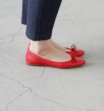 歩きやすいのに可愛いのが、バレエシューズの魅力。バレエシューズをおしゃれに履きこなして、ワンランク上のコーデを目指して下さいね♪