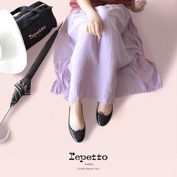 バレエシューズの定番ブランド「レペット」をコーディネートにプラスした素敵コーデを集めてみました。