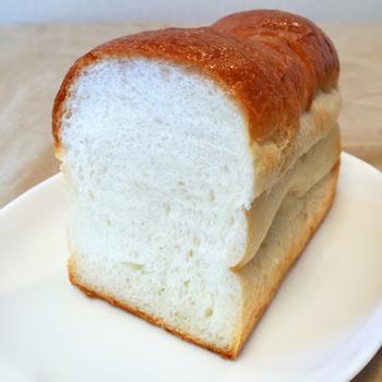 キメ細かな食パンは、ふんわ~り。もちっとやわらかな食パンは、朝食にぴったりですね。