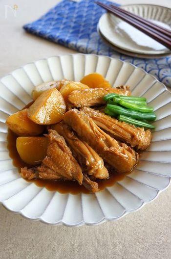 煮込み料理がおいしい季節に食べたい手羽先とじゃがいもの甘辛煮。実はじゃがいもはビタミンCが豊富な食材で、熱にも壊れにくいというメリットも◎