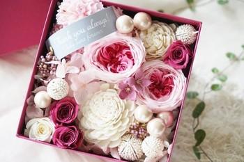に好きなリボンをかけて。こんな素敵な花をプレゼントされたら、うれしいですね♪