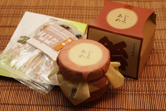 180年余りの歴史を誇る、金沢で一番古い飴屋さん『あめの俵屋(たわらや)』の「じろ飴」も、お土産に欠かせません♪瓶型容器にきれいに詰められているので、お土産にもぴったり。