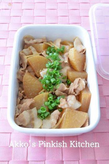 身近でコスパも良い豚バラにもコラーゲンがたっぷり。作り置きにもおススメの豚バラ肉と大根の煮物は、豚バラの旨みがしみ込んだヘルシーで家庭的な一品です。