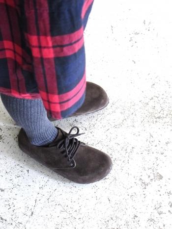 秋冬には素敵なスエード靴を履きたいですよね。秋も深まり、スエード靴を履く機会も多くなってきたんじゃないでしょうか?