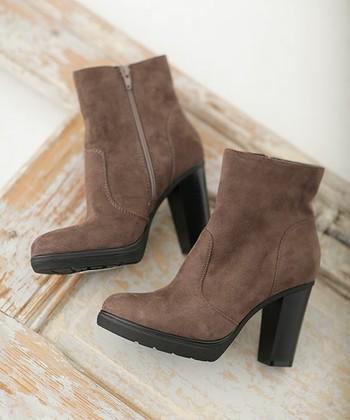 スエード靴を長く履くためには保管方法も大切。きちんと汚れを落としてから保管しないと靴がダメになってしまいます。今まで頑張ってくれたスエード靴に感謝を込めて最後にお手入れをしてから保管しましょう。
