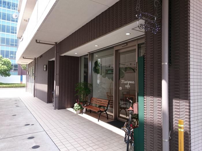 京成電鉄本線の公津の杜駅(こうづのもりえき)近くの大通りから路地を少し入ったところにある「マリポサカフェ」。