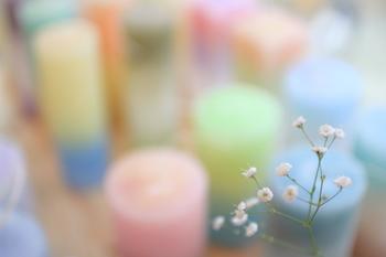 「ヒュッゲ」の目印には、ゆらゆらと揺らぐキャンドルの明かりや、深い呼吸を促すアロマの香りなど、あたたかみのあるものがおすすめです。